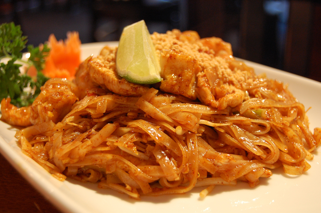 Takeout chicken pad thai lettuce meatlettuce meat pad thai share this cooking light forumfinder Images